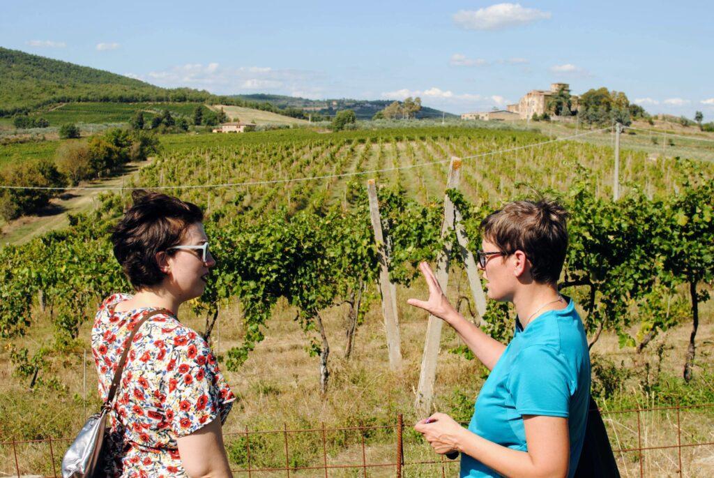 Chiara von Tunia Wines und ich im Weingarten
